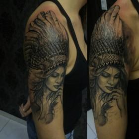 Рисунок девушки индейца на плече девушки