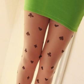 Тату на ногах девушки - колготки с карточными мастями