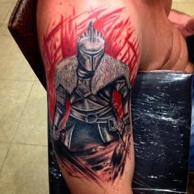 Тату рыцаря на плече парня