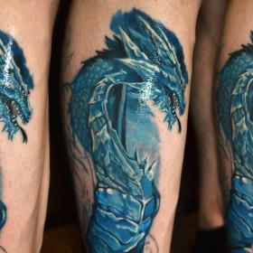 Татуировка на голени у парня - дракон
