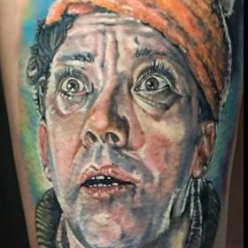 Татуировка на плече у парня - Юрий Никулин ( Балбес )