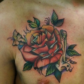 Татушка на груди парня - роза