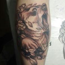 Татуировка на голени у парня - медведь