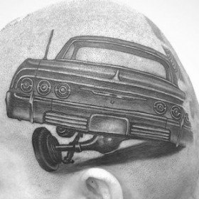 Чикано тату на голове мужчины - машина