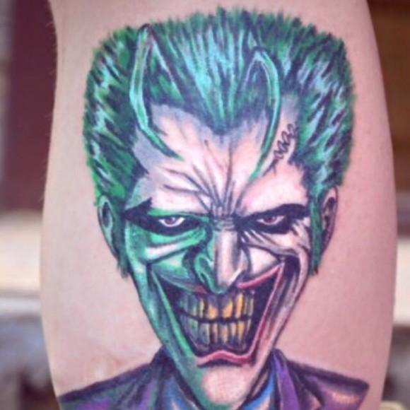 Джокер - татуировка на голени парня