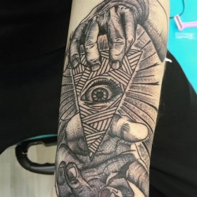 Классная татуировка на руке фото