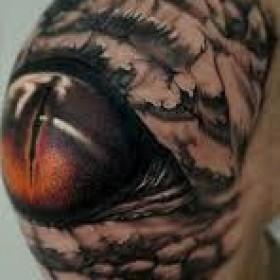Глаз на колене парня - 3д тату