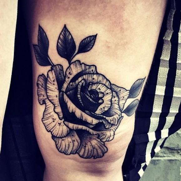 Тату чикано на колене девушки - роза