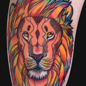 Тату на бицепсе девушки <i>тату с львицей для девушки значение</i> - лев