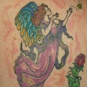 Тату на лопатке у девушки - ангел в виде девушки, звезды и роза