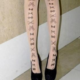 Тату на ногах у девушки - колготки с бантиками