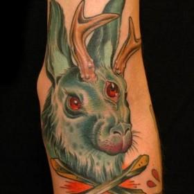 Тату на руке девушки - заяц с рогами