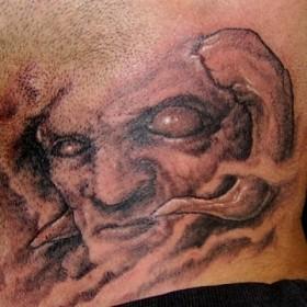 Тату на шее у парня - демон