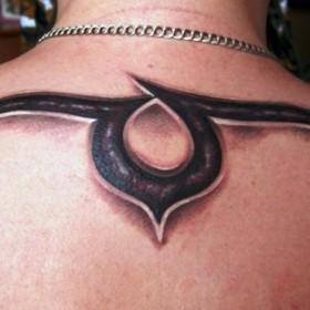 Тату на спине парня - знак зодиака телец