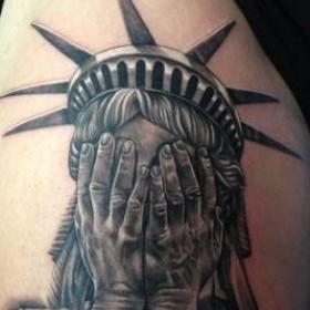 Тату Статуя Свободы, выбираем стиль и любуемся фото 81