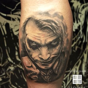 Татуировка на голени у парня - Джокер