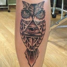 Татуировка на голение у парня - сова