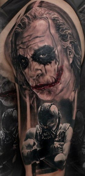 Татуировка на плече парня - Джокер