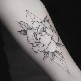 Фото тату цветок на руке