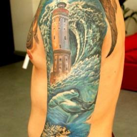 Татуировка рукав у парня - маяк