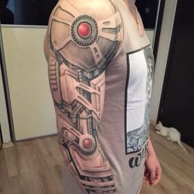 Татуировка рукав у парня в стиле биомеханика