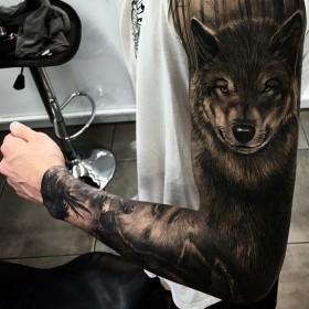 Татуировка рукав у парня - волк