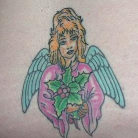 Татушка на копчике девушки - ангел