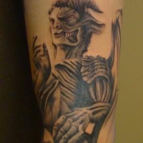 Татушка на руке у парня - демоны