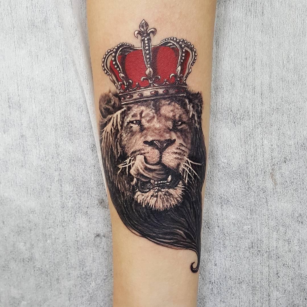 Тату лев на руке значение фото