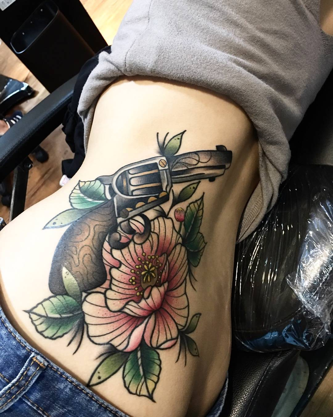 Татуировки на боку для девушек цветы фото