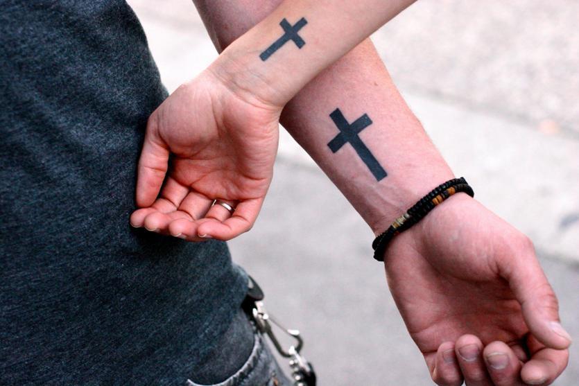 Тату на запястье для мужчин кресты