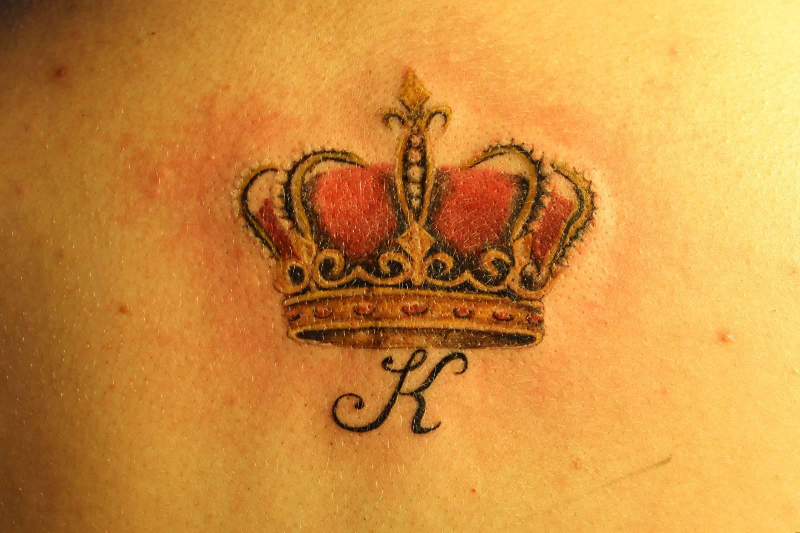 Тату корона на шее для мужчин