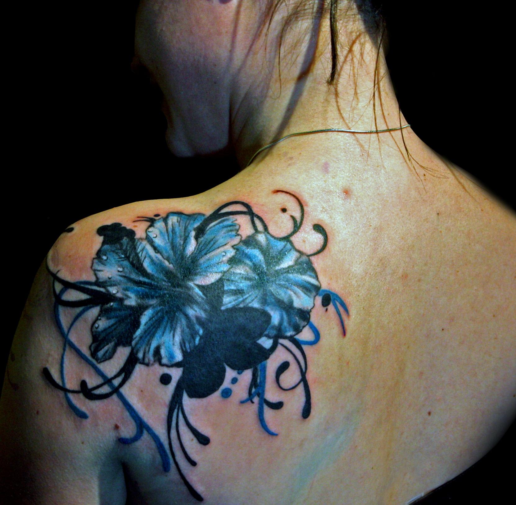 Татуировки цветные цветы для девушек 66