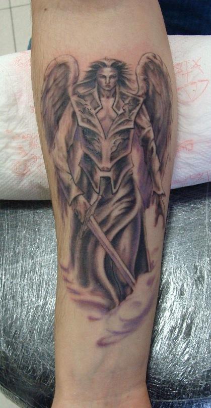 воин с крыльями эскиз тату