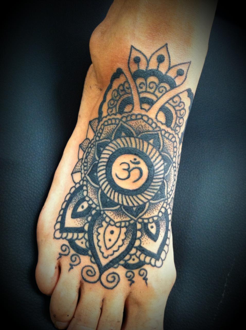 Тату с буддийским символом