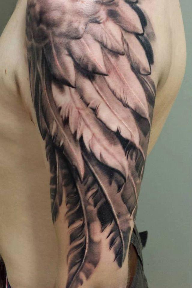 Тату на плечо для мужчин крылья