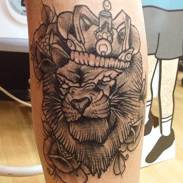 тату льва с короной фото для девушек