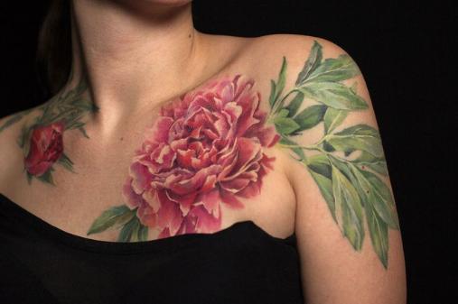 Татуировки цветные цветы для девушек 14