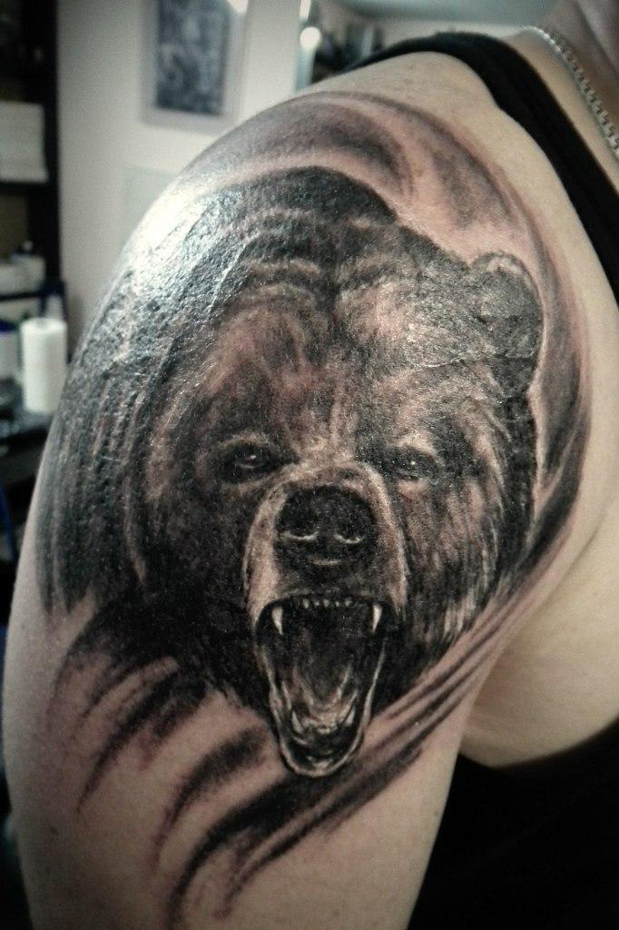 фото тату на плече медведя