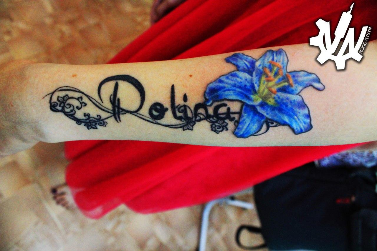 Фото татуировок у девушек с именами на руке