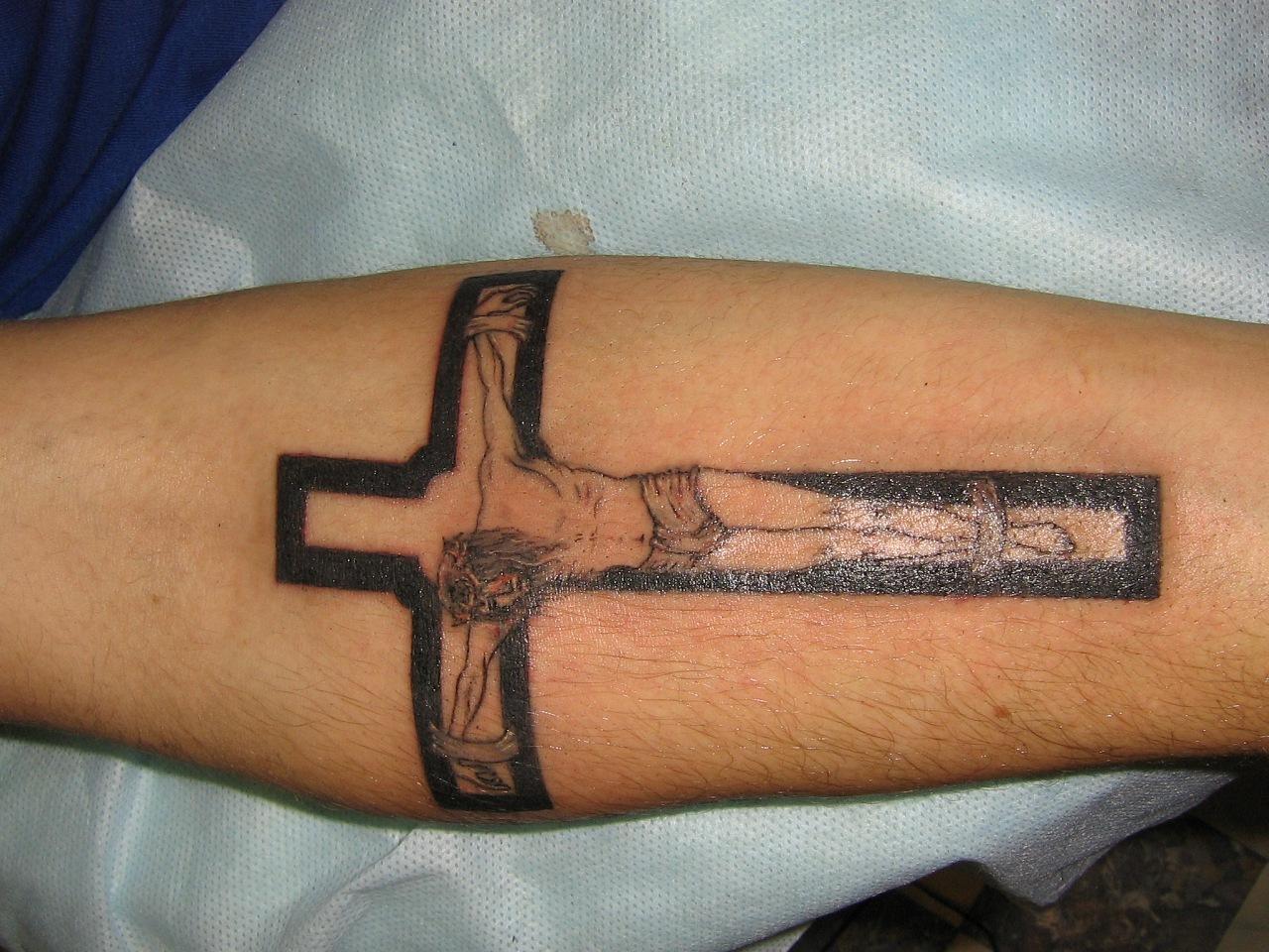 Тату на предплечье мужские фото кресты