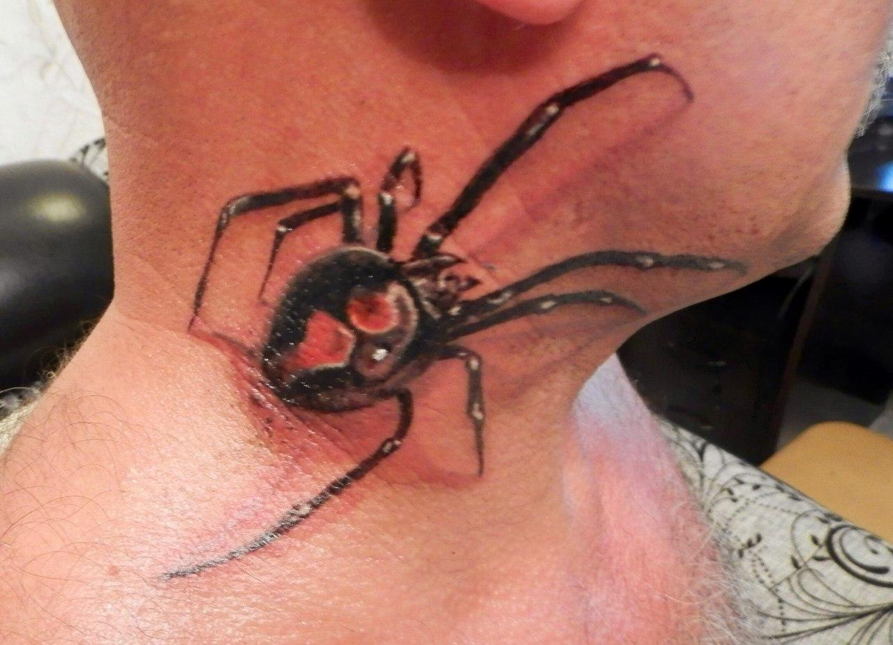 Тату паука на шее у парней