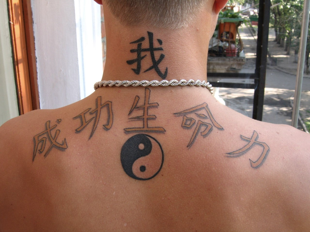Тату надписи на иероглифах