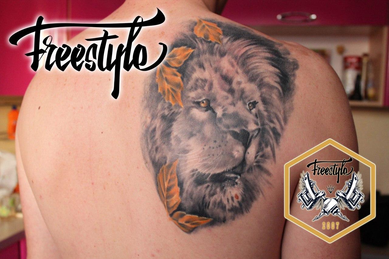 Фото тату на спине женские лев