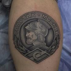Черно-белая татуировка на голени парня - Спартак Москва