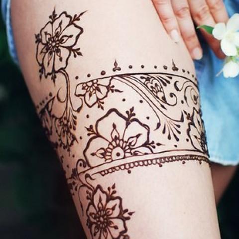 татуировки хной на бедре фото