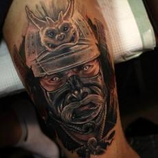 Тату на бедре парня - самурай