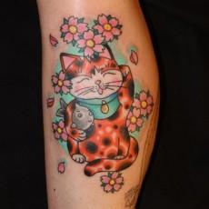 Тату на голени девушки - рыжий кот в цветах