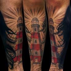Татуировка на голени у парня - маяк
