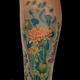 Татуировки одуванчика на голени